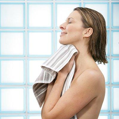 Dame mit Handtuch